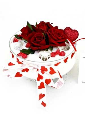 internetten çiçek siparişi  7 adet gül cam içinde ve süslemeler sik bir çiçek