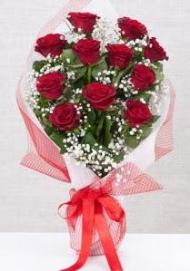 11 kırmızı gülden buket çiçeği  14 şubat sevgililer günü çiçek