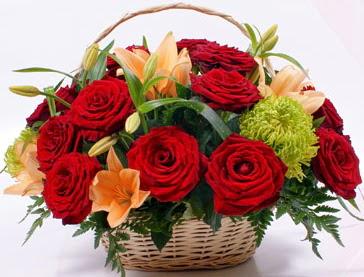 Sepette 5 adet kırmızı gül ve kır çiçekleri  Polatlı çiçek gönderme sitemiz güvenlidir