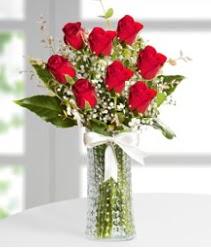 7 Adet vazoda kırmızı gül sevgiliye özel çiçek siparişi sitesi