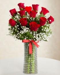 11 Adet kırmızı gül 1 adet kalp çubuk vazoda  çiçekçi mağazası