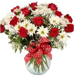 12 adet kırmızı gül papatya vazosu süper  Polatlıya çiçek Ankara çiçekçi telefonları