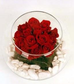 Cam fanusta 11 adet kırmızı gül  Polatlıda çiçek firması çiçek gönderme