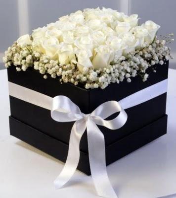 Kare kutuda 19 adet beyaz gül  Polatlı cicek , cicekci