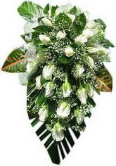 Beyaz güllerden sarkaç buket