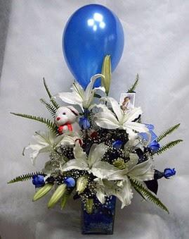 çiçekçi mağazası  Mavi güller cam vazo oyuncak