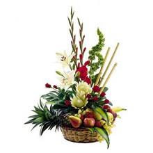 çiçekçi mağazası  mevsim sepeti ve çiçekler