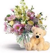 Polatlı cicek , cicekci  cam yada mika vazoda çiçekler ve oyuncak