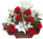 sepette gül ve kazablankalar   çiçekçi mağazası