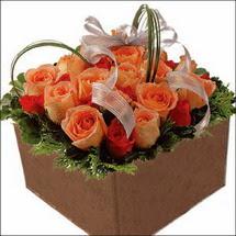 kare sandikta 11 gülllerden   çiçekçi mağazası