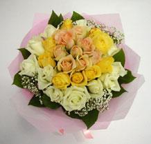 sari ve beyaz gül karisimda   Polatlı Ankara çiçek , çiçekçi , çiçekçilik