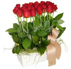 Polatlı cicek , cicekci  12 adet kirmizi güllerden sepet tanzimi