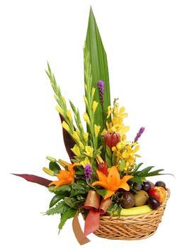 Polatlı internetten çiçek satışı  SEPET IÇERISINDE MEVSIM ÇIÇEK VE MEYVALARI