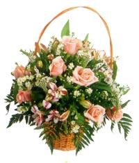 sepet içerisinde 11 adet gül ve kir çiçekleri  çiçekçi mağazası