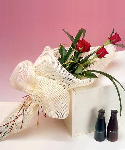 3 adet kalite gül sade ve sik halde bir tanzim  internetten çiçek siparişi
