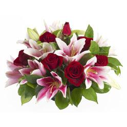 güller ve kazablnaklardan aranjman  Polatlı anneler günü çiçek yolla