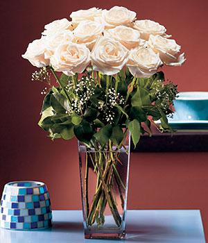 Polatlı hediye sevgilime hediye çiçek  Cam yada mika vazo içerisinde 12 gül