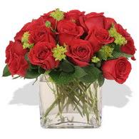 Polatlıya çiçek Ankara çiçekçi telefonları  10 adet kirmizi gül ve cam yada mika vazo