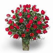 Polatlıya çiçek Ankara çiçekçi telefonları  11 adet kirmizi gül cam yada mika vazoda sevenlere özel vazo