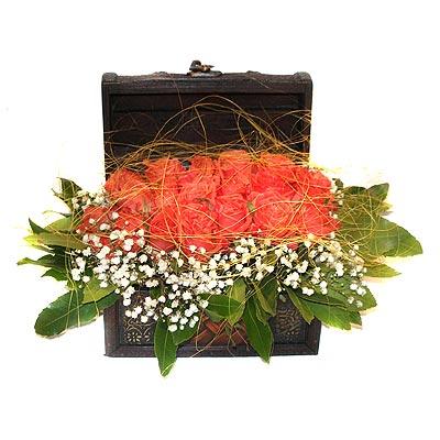 internetten çiçek siparişi  13 adet sepet içerisinde gül