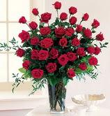 çiçek siparişi sitesi  12 adet essiz kirmizi gül demeti cam yada mika vazoda