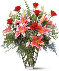 14 şubat sevgililer günü çiçek  7 adet kirmizi gül 3 adet kazablanka