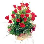 Polatlı anneler günü çiçek yolla  12 adet kirmizi gülden sepet tanzimi