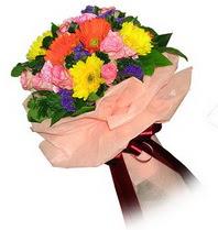çiçekçi mağazası  Karisik mevsim çiçeklerinden demet