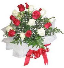 Polatlı Ankara çiçek , çiçekçi , çiçekçilik  12 adet kirmizi ve beyaz güller buket