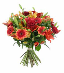 Polatlıda çiçek firması çiçek gönderme  3 adet kirmizi gül ve karisik kir çiçekleri demeti