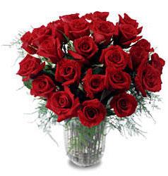Polatlı çiçek gönderme sitemiz güvenlidir  11 adet kirmizi gül cam yada mika vazo içerisinde