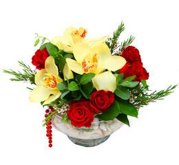 Polatlıda çiçek firması çiçek gönderme  1 adet orkide 5 adet gül cam yada mikada