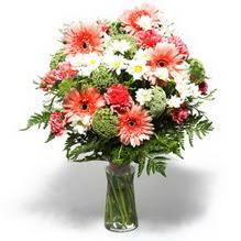 Polatlıdaki çiçekçiler  cam yada mika vazo içerisinde karisik demet çiçegi