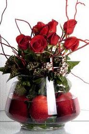 Ankara Polatlı İnternetten çiçek siparişi   12 adet kirmizi gül ve altinda sürpriz meyva