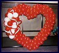 Kirmizi kalp biçiminde balon tanzimi  Polatlıda çiçek firması çiçek gönderme