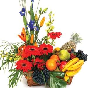 Meyva ve çiçeklerden olusmus hediye sepeti  çiçekçi mağazası