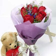 7 adet kirmizi gül buketi ve ayicik çiçek siparişi sitesi