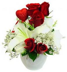 5 adet kirmizi gül 1 adet kazablanka çiçegi çiçek siparişi sitesi