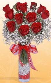 10 adet kirmizi gülden vazo tanzimi çiçek siparişi sitesi