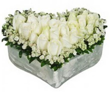 Ankara Polatlı Ankara kaliteli taze ve ucuz çiçekler  9 adet beyaz gül mika kalp içerisindedir