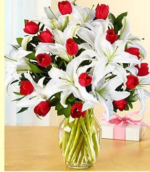 çiçek siparişi sitesi  3 kazablanka 10 kırmızı gül vazosu