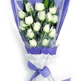 çiçekçi mağazası  11 adet beyaz gül buket modeli