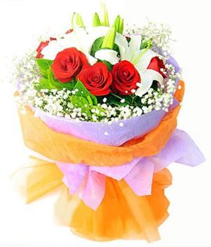 Polatlı çiçek gönderme sitemiz güvenlidir  1 dal kazablanka 7 adet kırmızı gül buketi