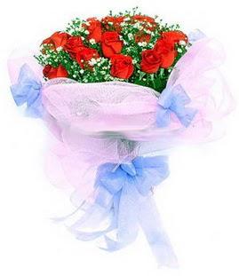 çiçek siparişi sitesi  11 adet kırmızı güllerden buket modeli