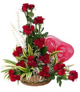 14 şubat sevgililer günü çiçek  25 adet kırmızı gül sepeti çiçeği