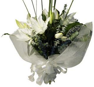 çiçekçi mağazası  2 dal kazablanka çiçek buketi