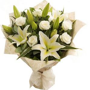 Polatlı anneler günü çiçek yolla  3 dal kazablanka ve 7 adet beyaz gül buketi
