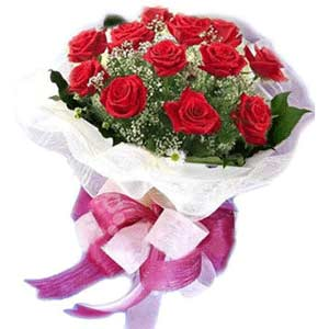 Polatlı çiçek satışı  11 adet kırmızı güllerden buket modeli