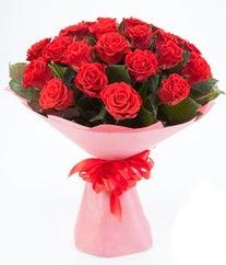 15 adet kırmızı gülden buket tanzimi çiçek siparişi sitesi