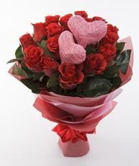 12 adet kırmızı gül ve 2 adet kalp çubuk  14 şubat sevgililer günü çiçek